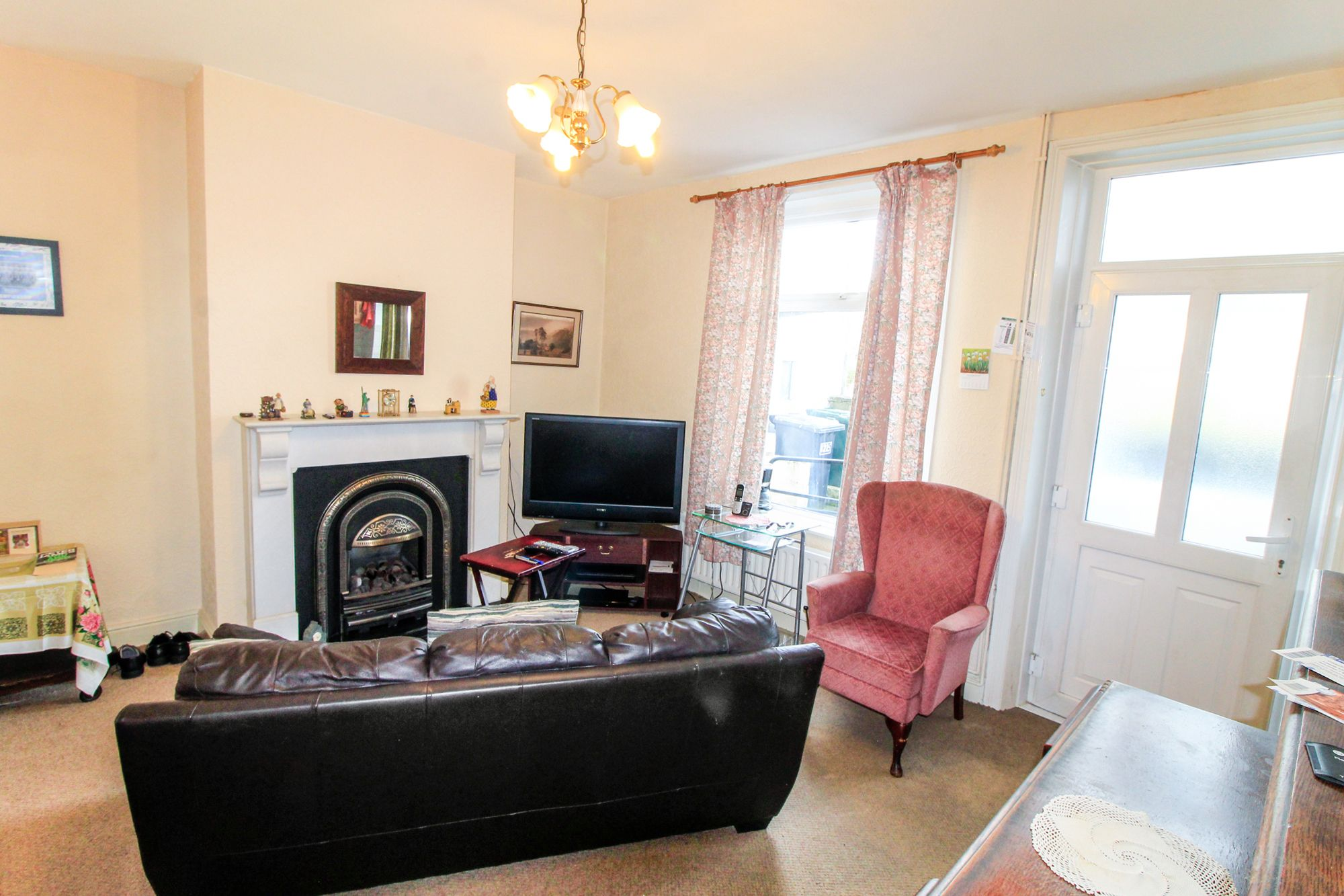 3 bedroom semi-detached house Sale Agreed in Huddersfield - Dining Room