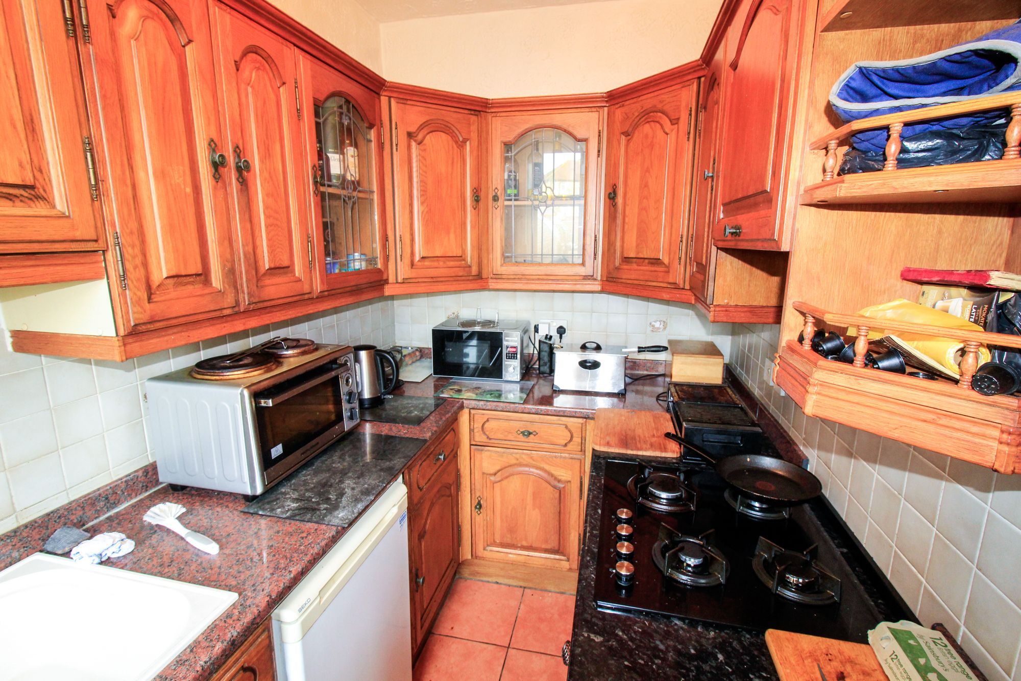 3 bedroom semi-detached house Sale Agreed in Huddersfield - Kitchen