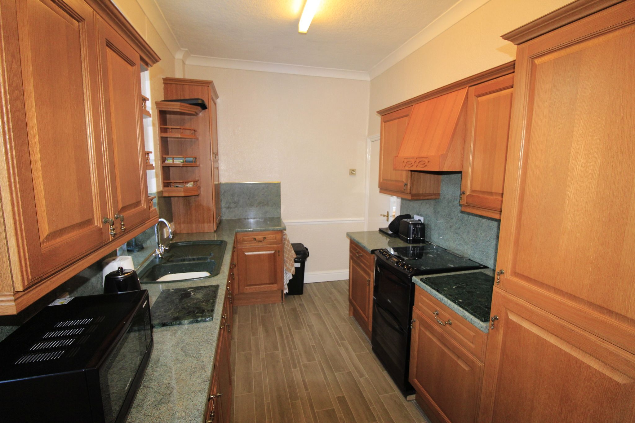 2 bedroom end terraced house Let in Halifax - Kitchen