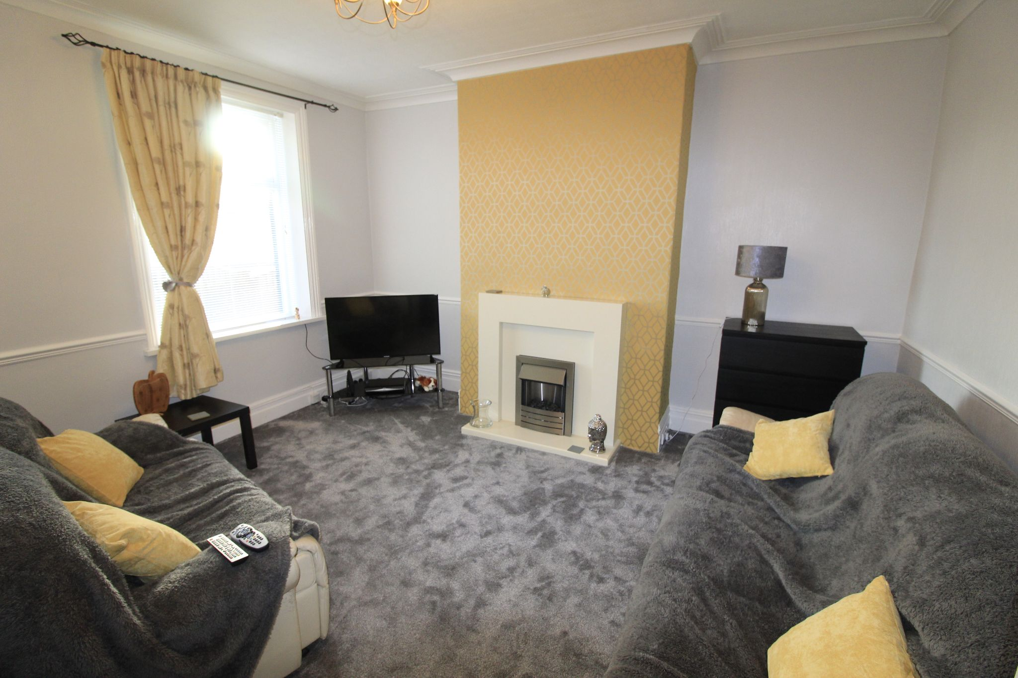 2 bedroom end terraced house Let in Halifax - Lounge