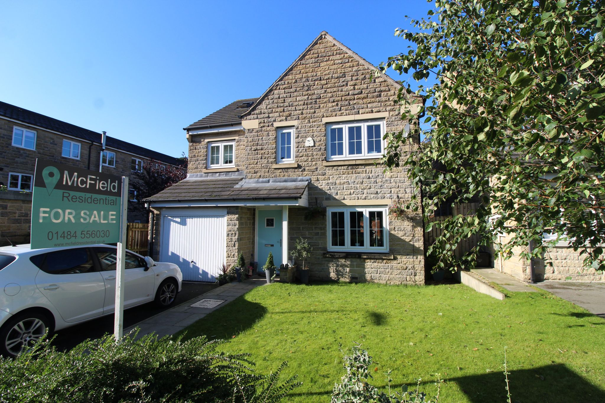 5 bedroom detached house For Sale in Halifax - Front aspect