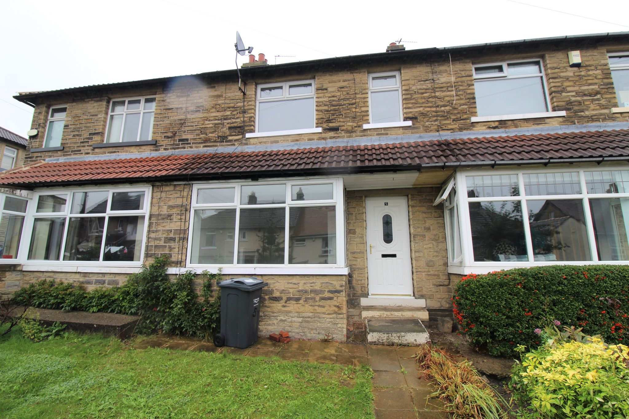 2 bedroom mid terraced house Let in Brighouse - Photograph 10
