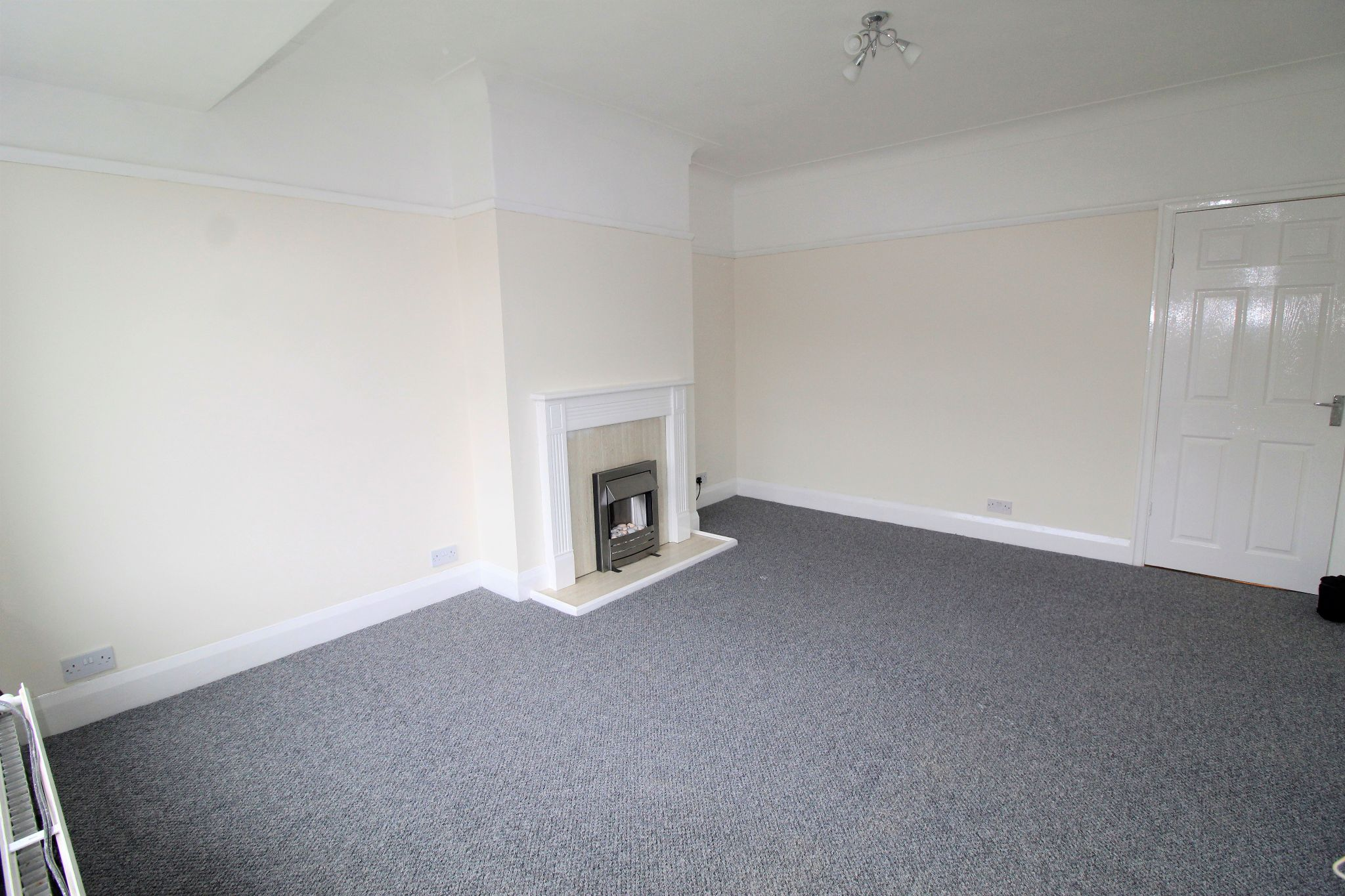 2 bedroom mid terraced house Let in Brighouse - Photograph 5