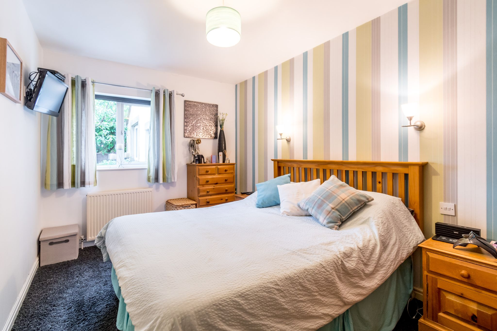 5 bedroom detached house For Sale in Brighouse - Master bedroom
