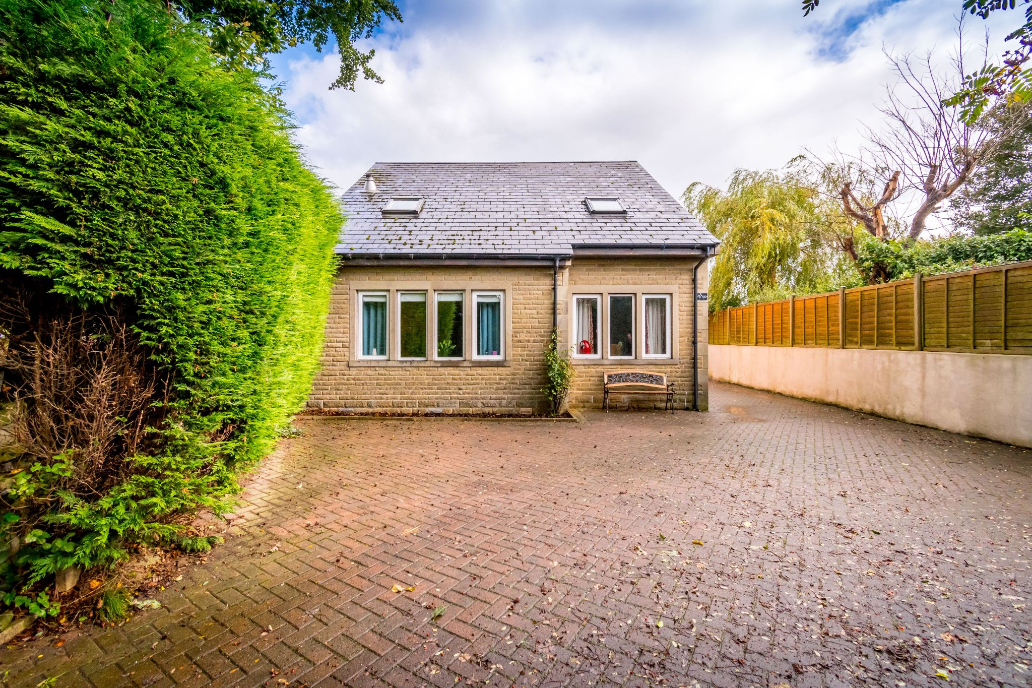 5 bedroom detached house For Sale in Brighouse - Ample parking