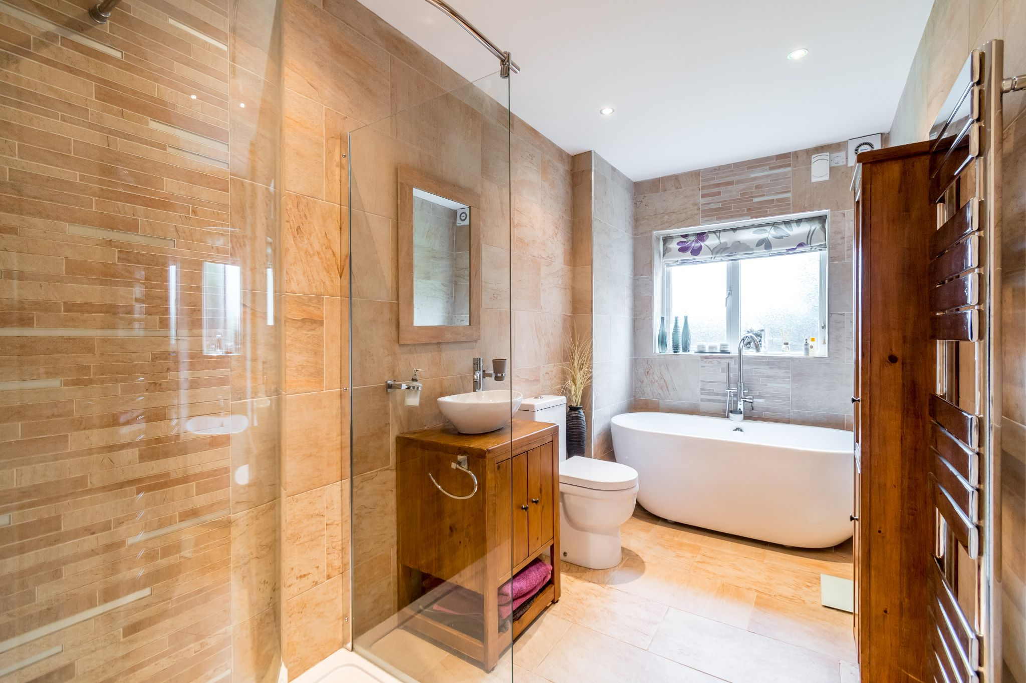 5 bedroom detached house For Sale in Brighouse - Property photograph