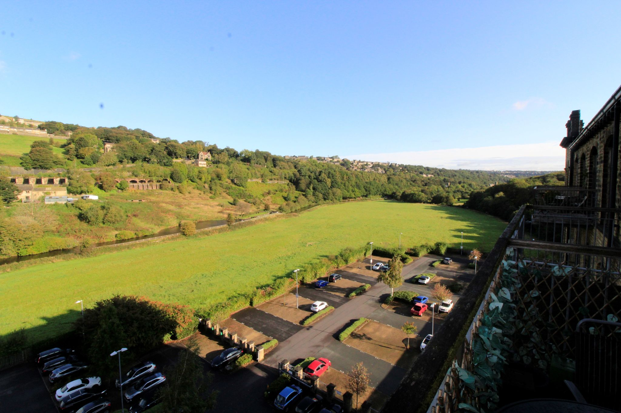 2 bedroom penthouse flat/apartment Let in Huddersfield - Photograph 6