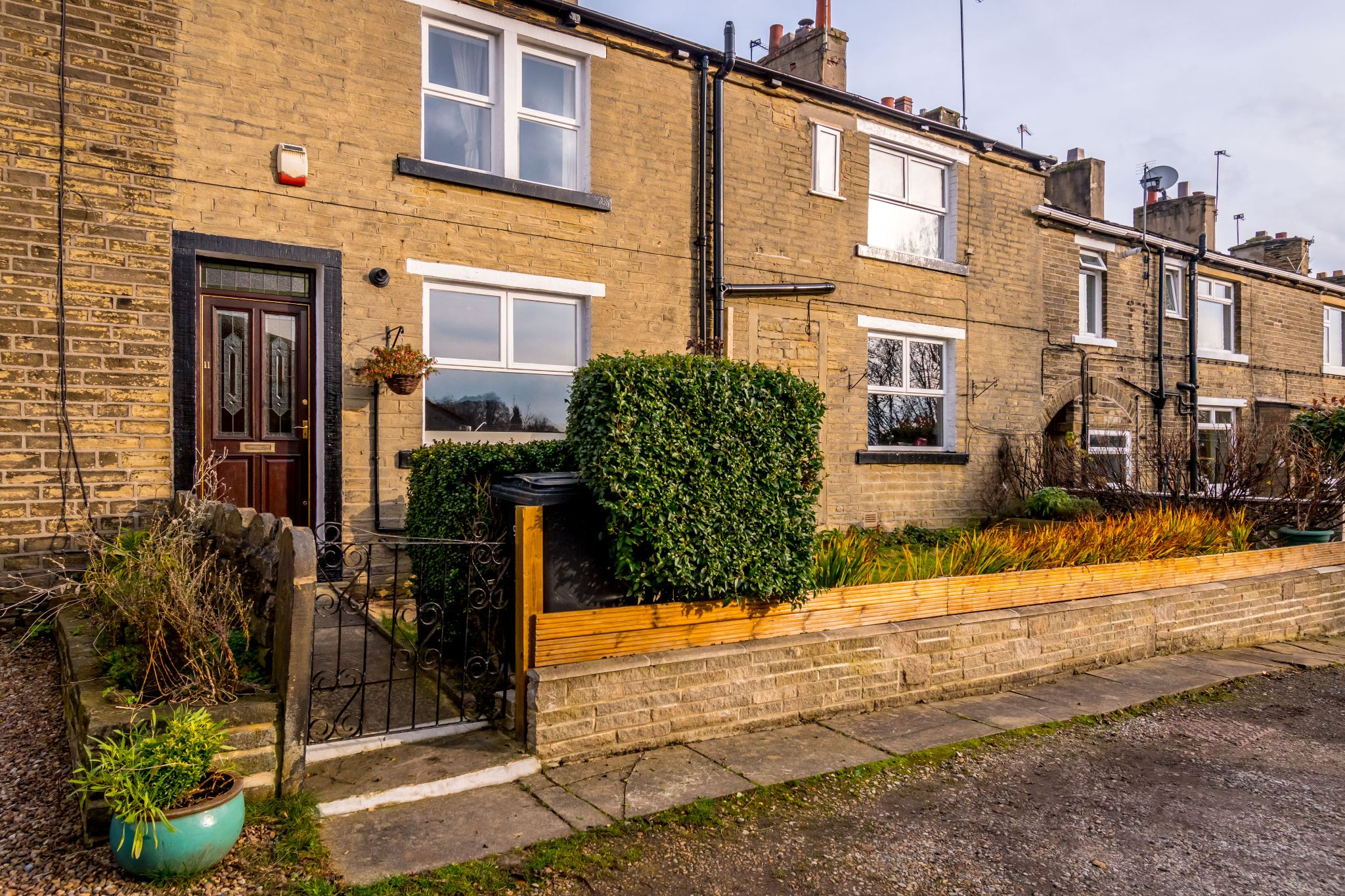 3 bedroom mid terraced house Sale Agreed in Brighouse - Front aspect