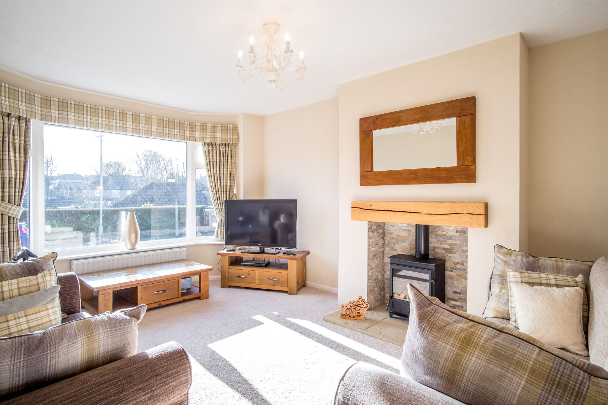 3 bedroom semi-detached house For Sale in Brighouse - Lounge