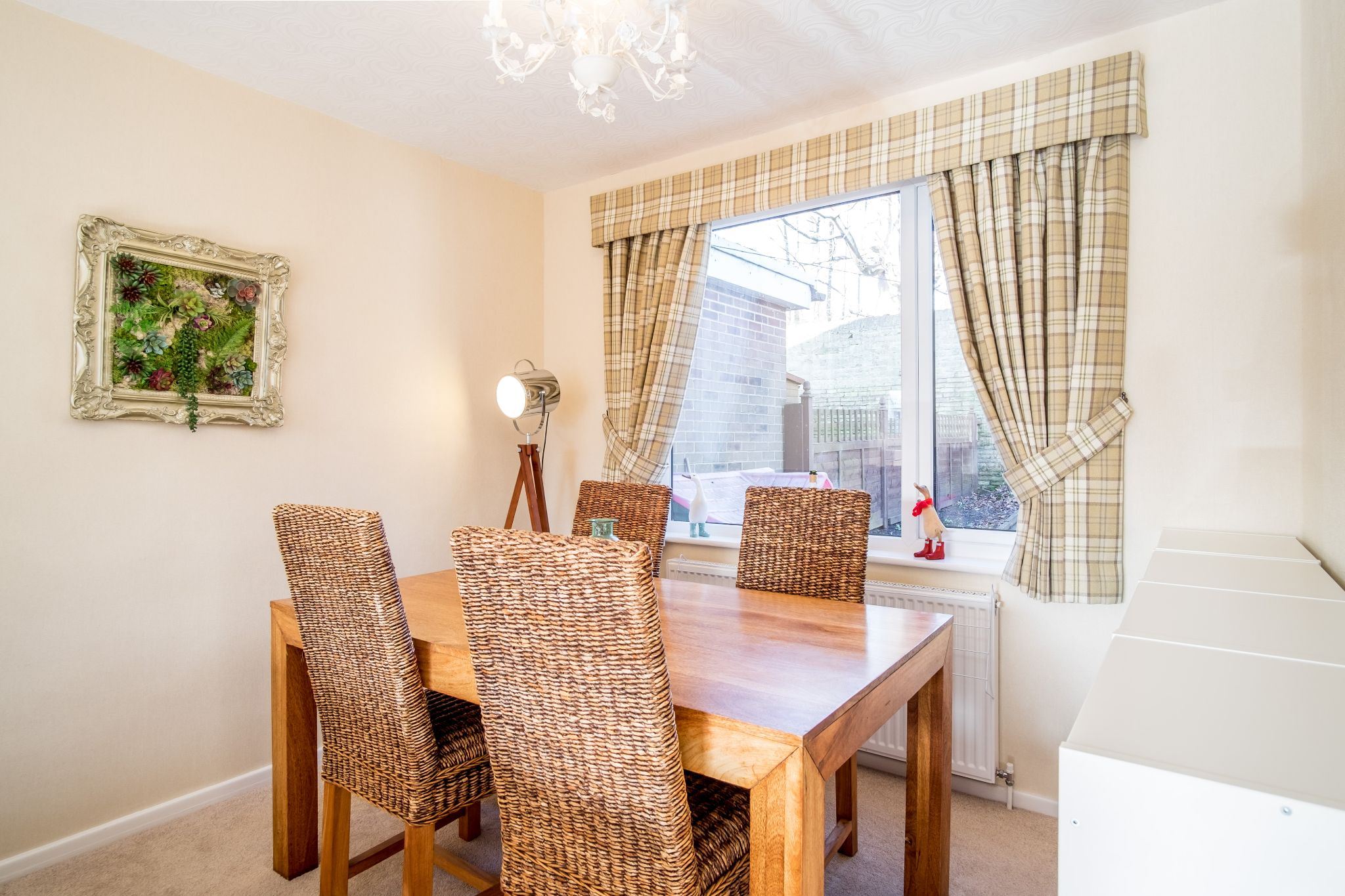 3 bedroom semi-detached house For Sale in Brighouse - Dinning area