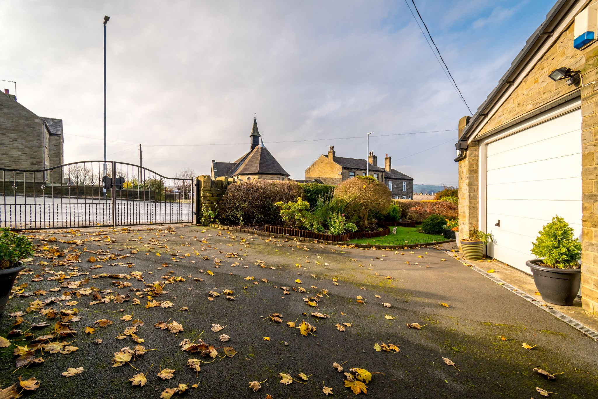 3 bedroom detached bungalow For Sale in Hove Edge - Right hand drive with access to the garage