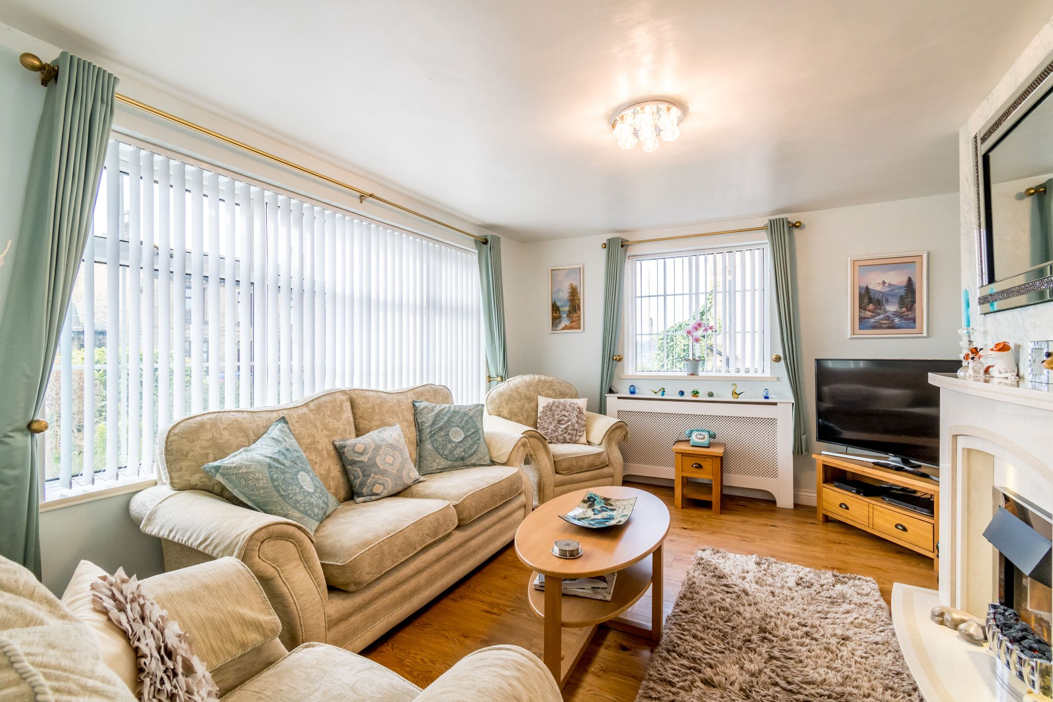3 bedroom detached bungalow For Sale in Hove Edge - Lounge