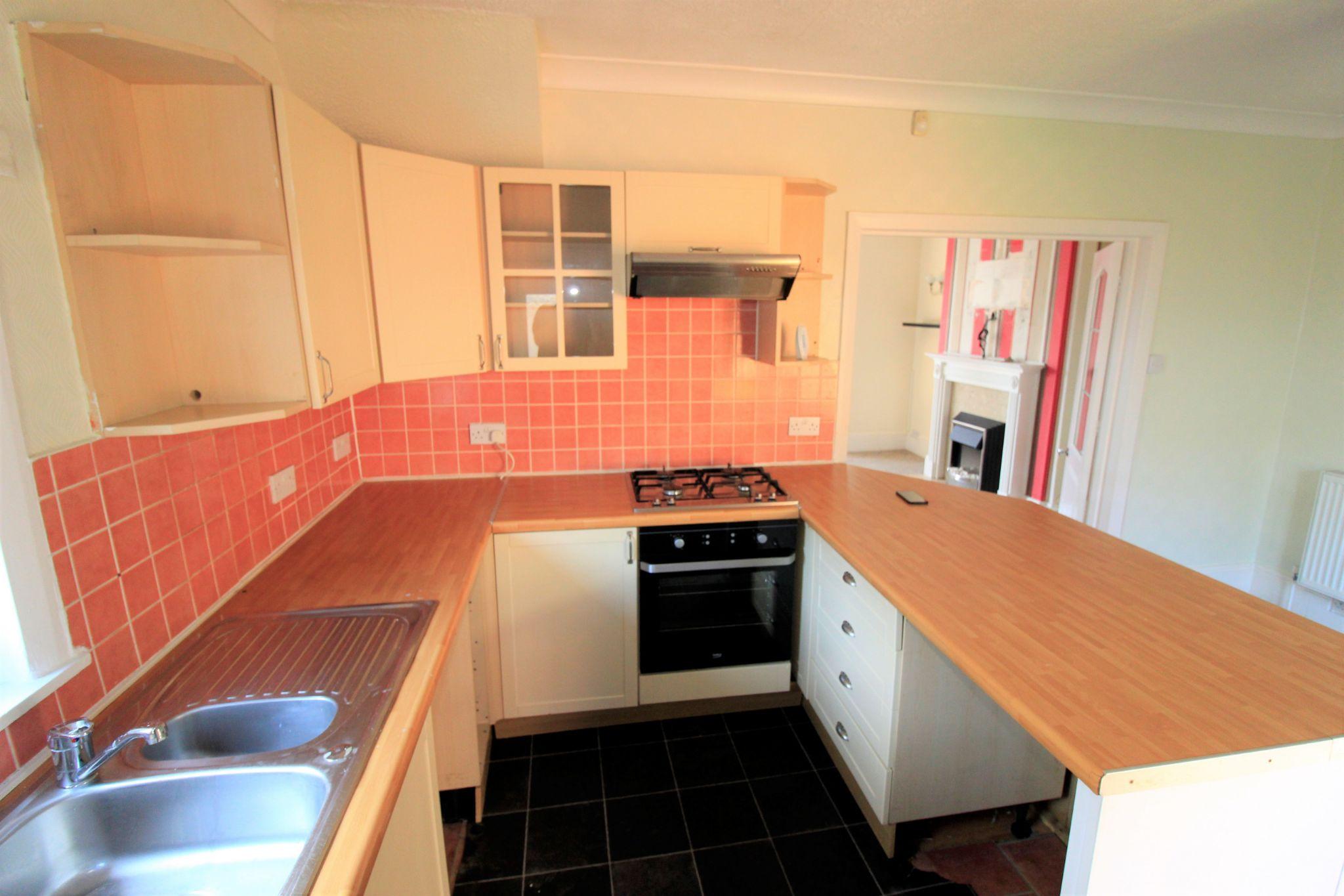 2 bedroom semi-detached house Let in Bradford - Kitchen