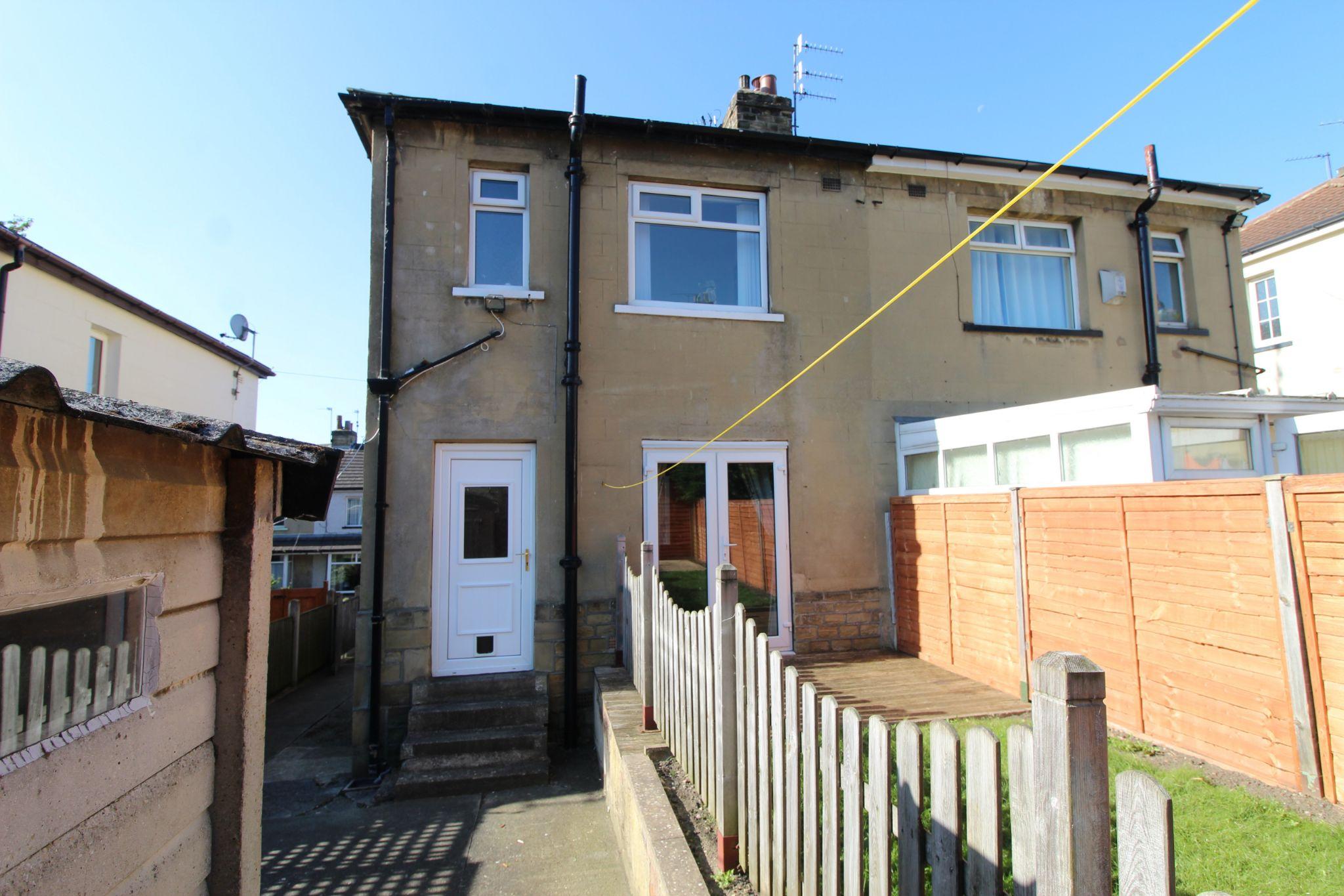 2 bedroom semi-detached house Let in Bradford - Rear aspect