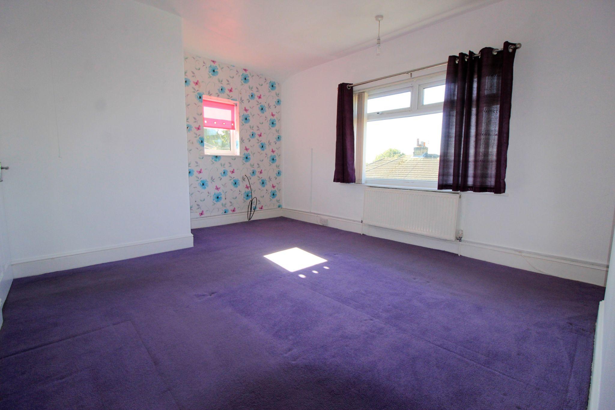 2 bedroom semi-detached house Let in Bradford - Bedroom 1