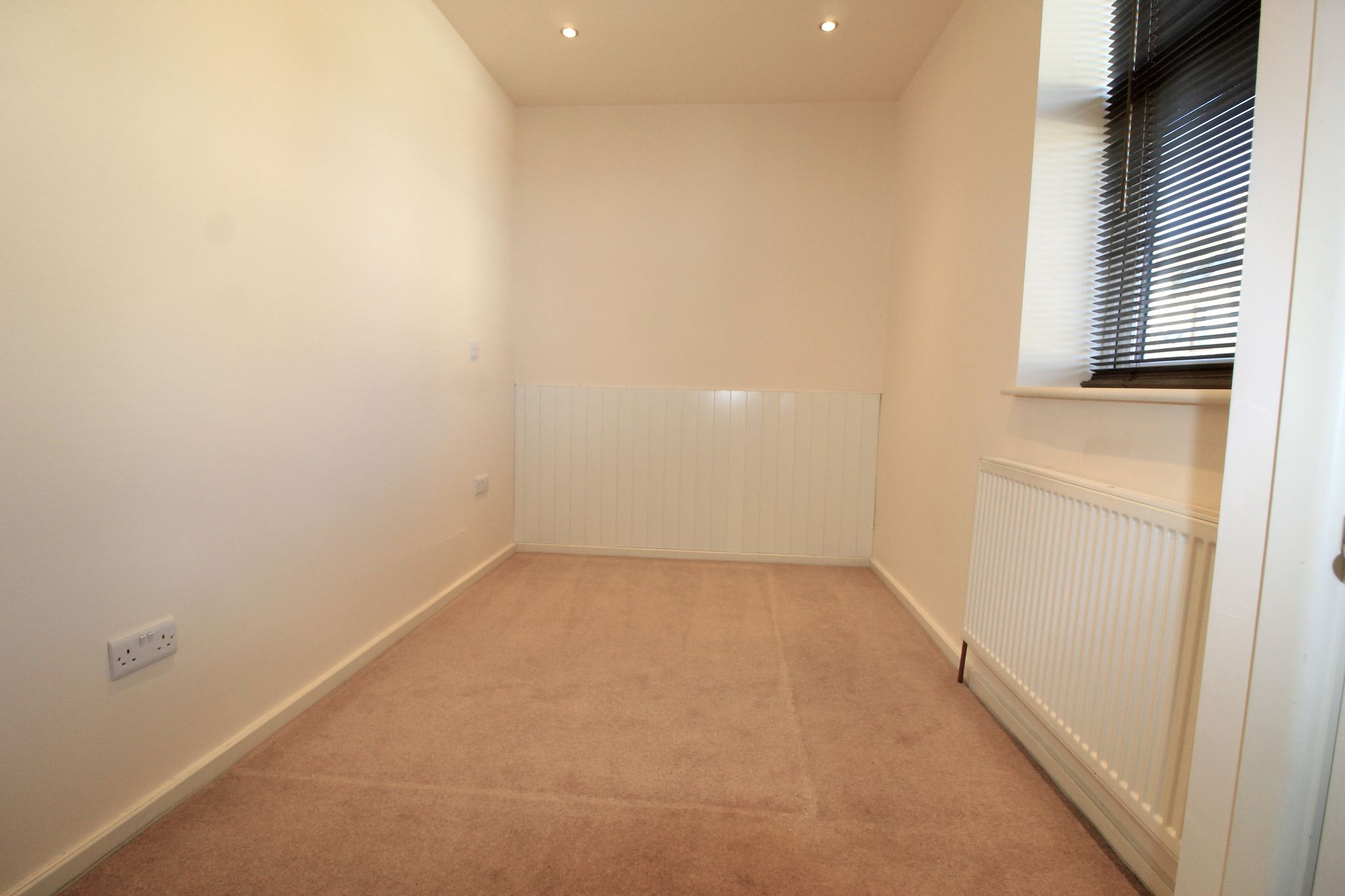 2 bedroom end terraced house Let in Brighouse - Photograph 4