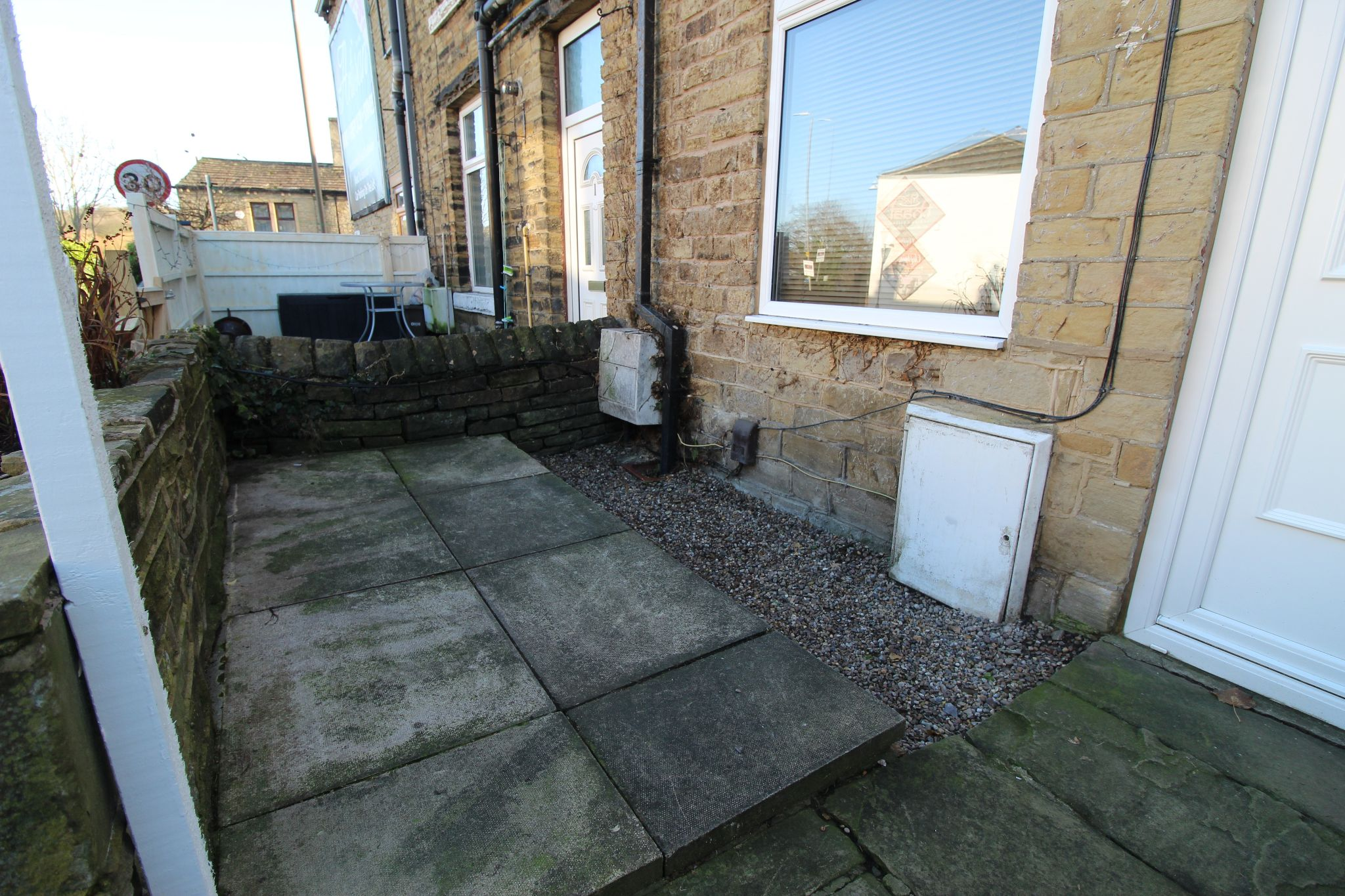 2 bedroom end terraced house Let in Brighouse - Photograph 10