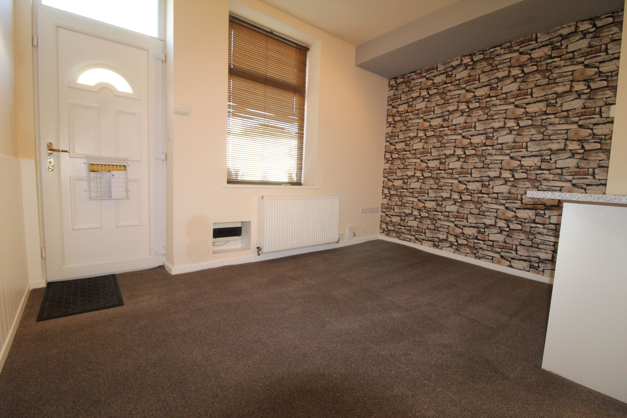 2 bedroom end terraced house Let in Brighouse - Photograph 7