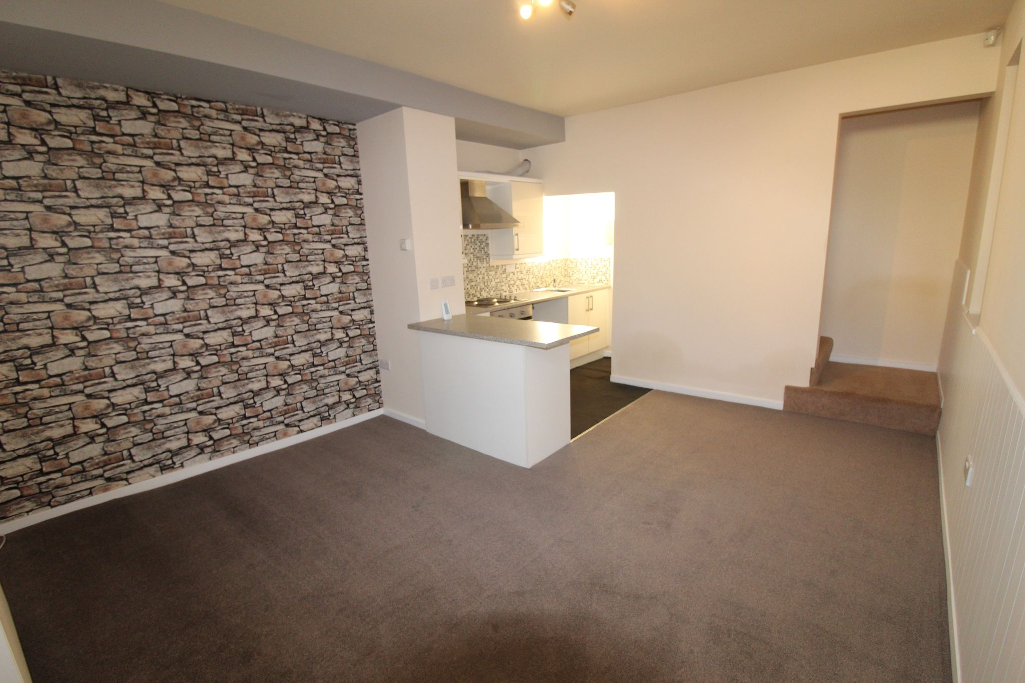 2 bedroom end terraced house Let in Brighouse - Photograph 8