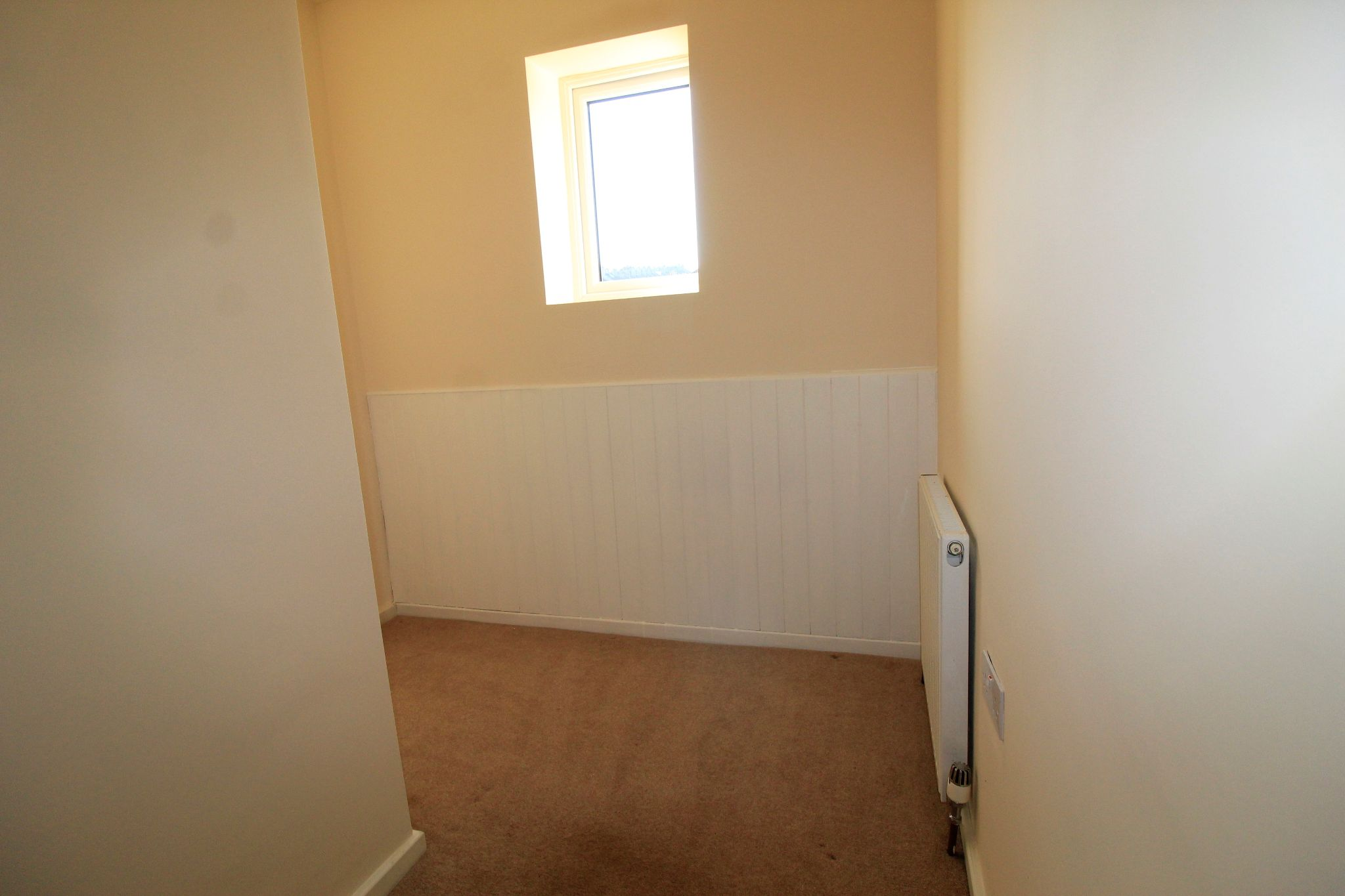 2 bedroom end terraced house Let in Brighouse - Photograph 5