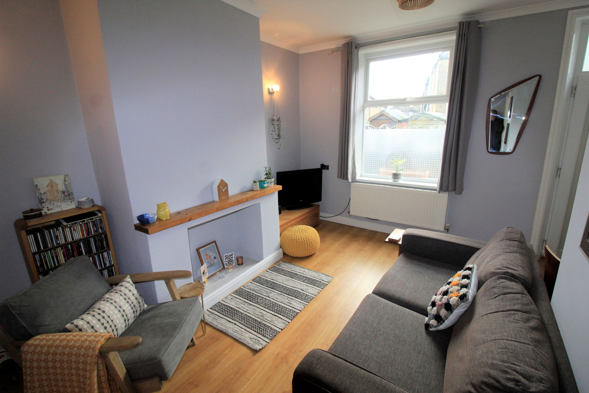 2 bedroom mid terraced house Sale Agreed in Brighouse - Lounge