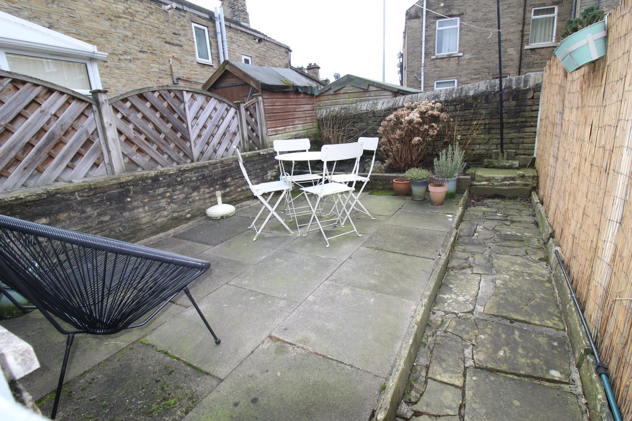 2 bedroom mid terraced house Sale Agreed in Brighouse - Patio garden