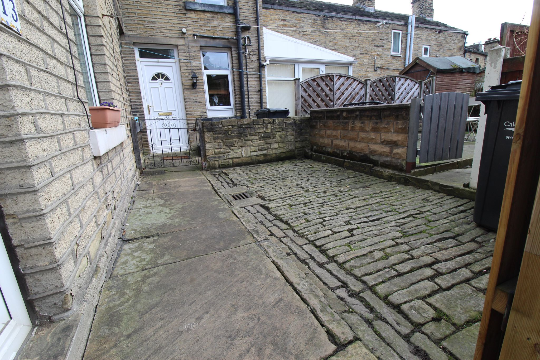 2 bedroom mid terraced house Sale Agreed in Brighouse - Court yard