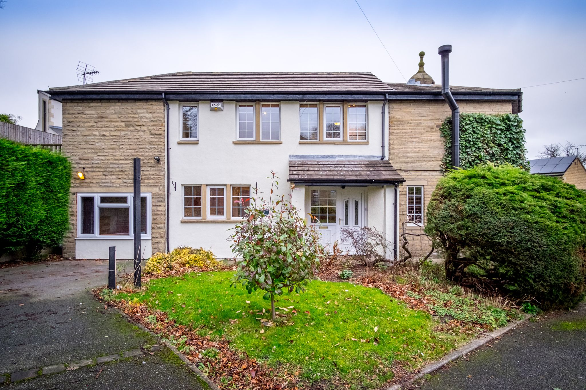 3 bedroom detached house For Sale in Brighouse - Photograph 30