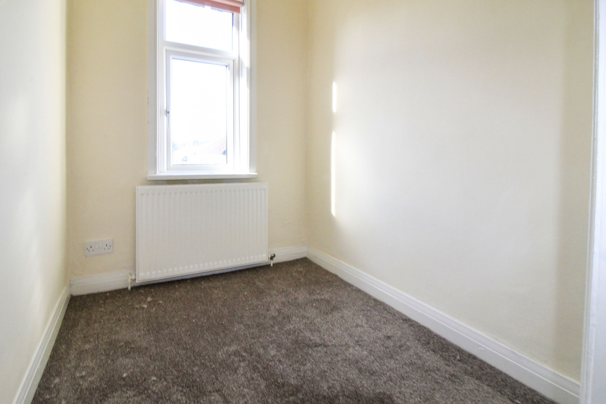 3 bedroom semi-detached house To Let in Shipley - Bedroom 3