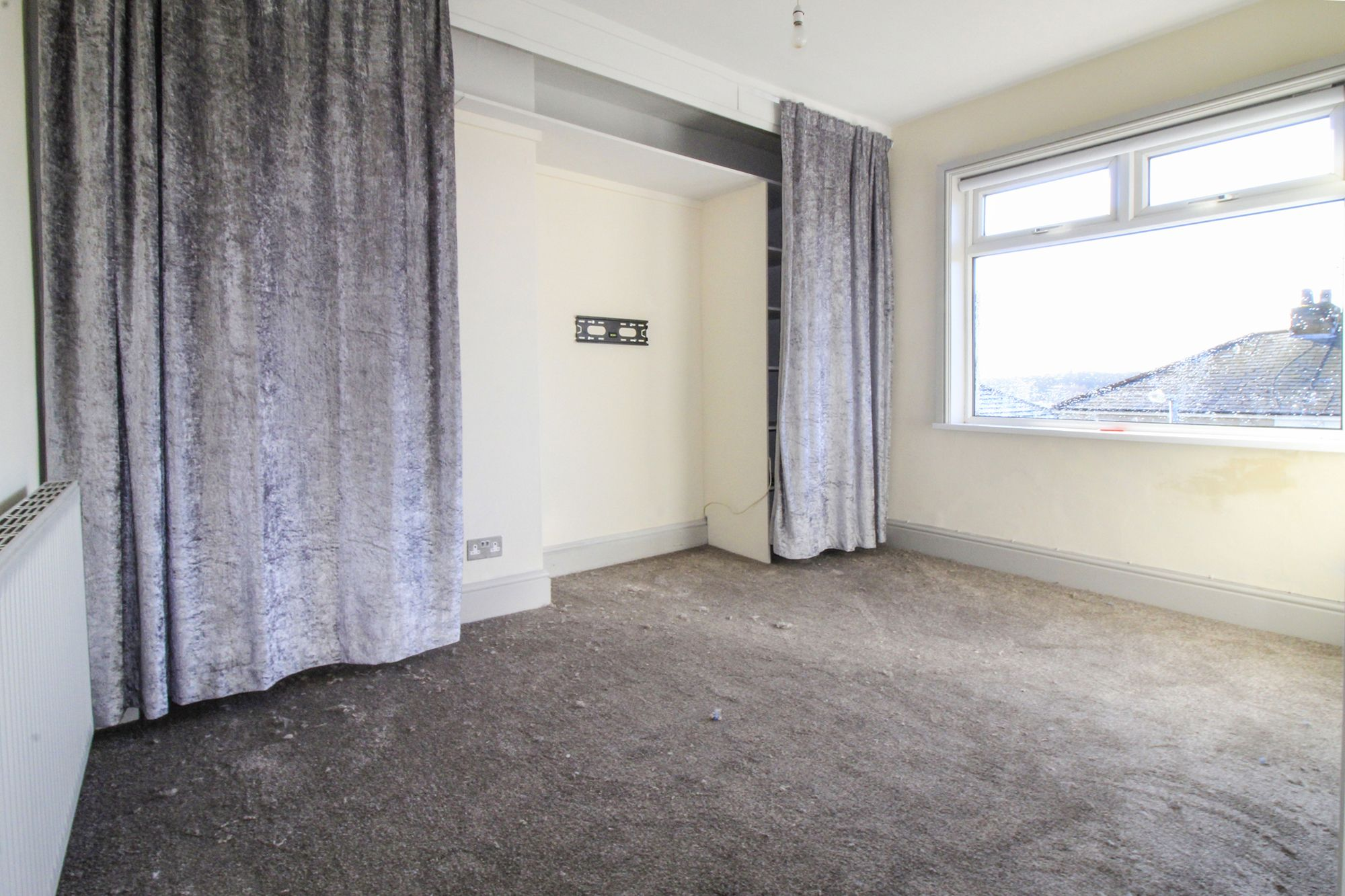 3 bedroom semi-detached house To Let in Shipley - Master Bedroom