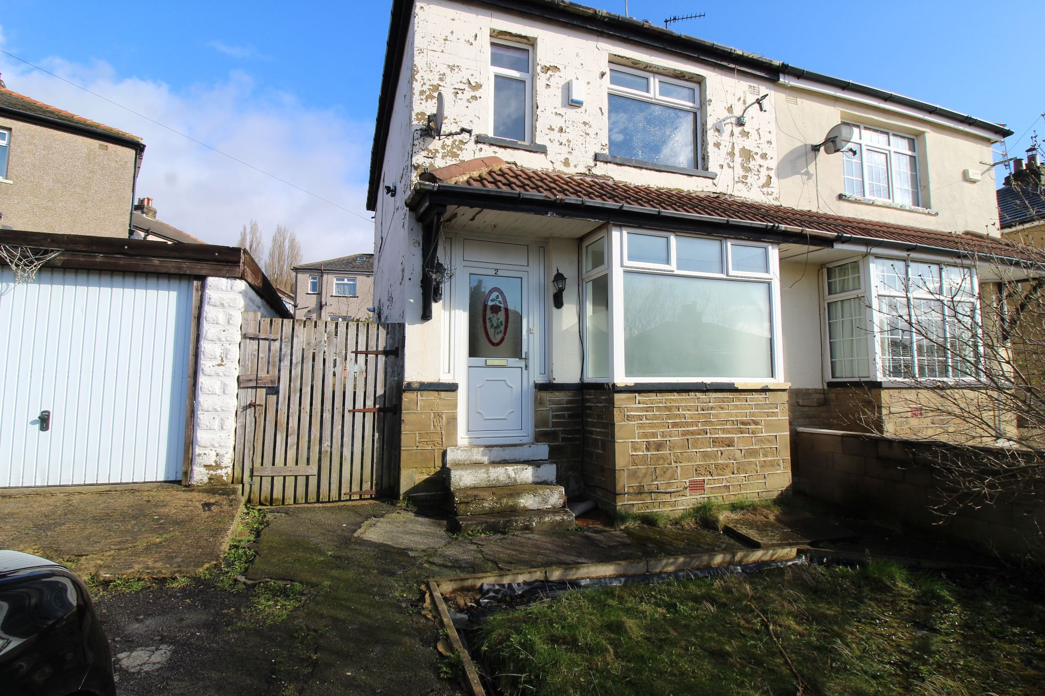 3 bedroom semi-detached house To Let in Shipley - Front of House