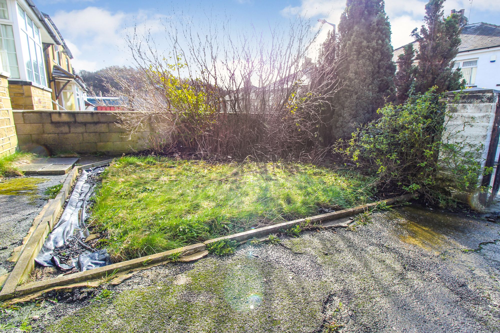 3 bedroom semi-detached house To Let in Shipley - Front Garden