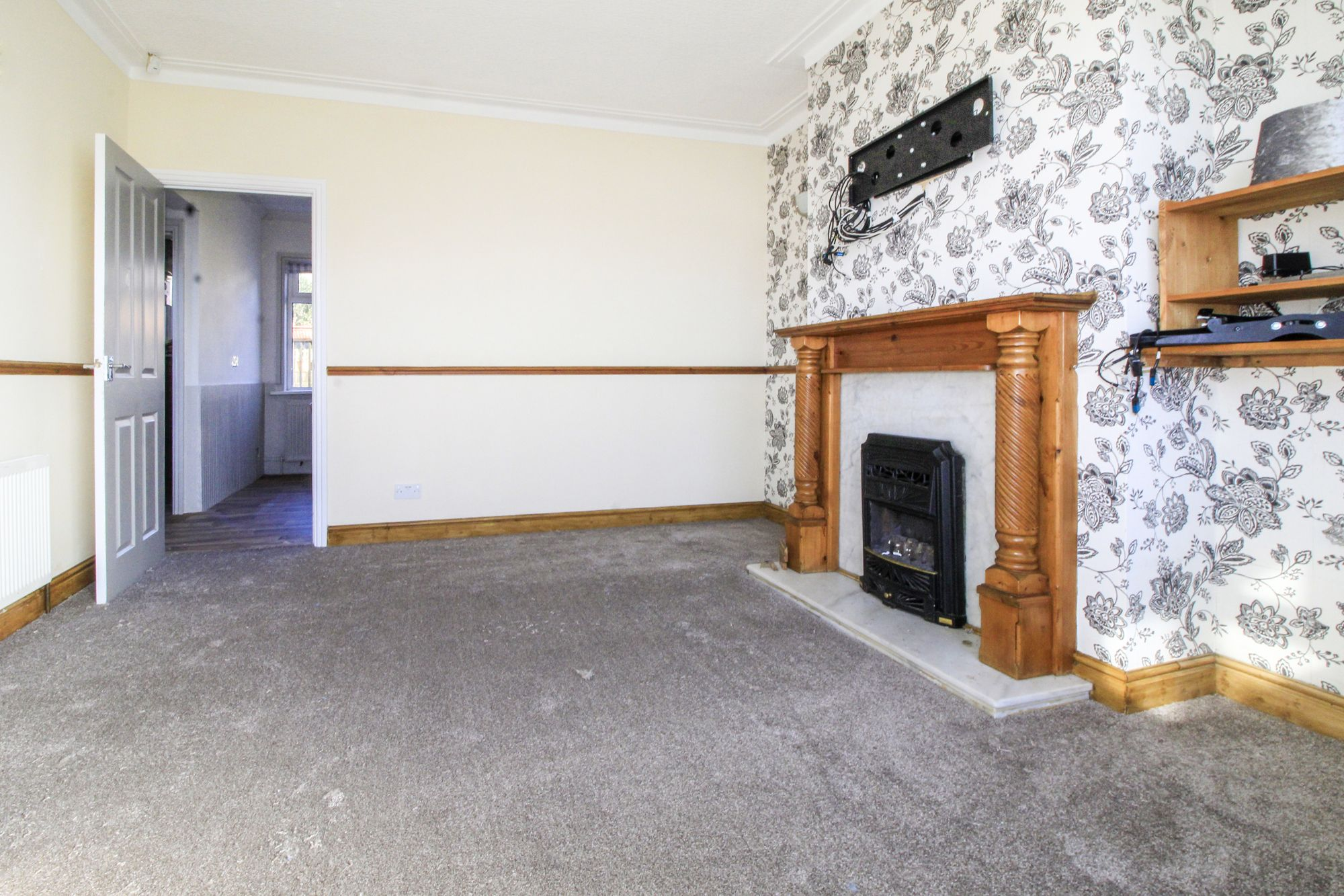 3 bedroom semi-detached house To Let in Shipley - Lounge