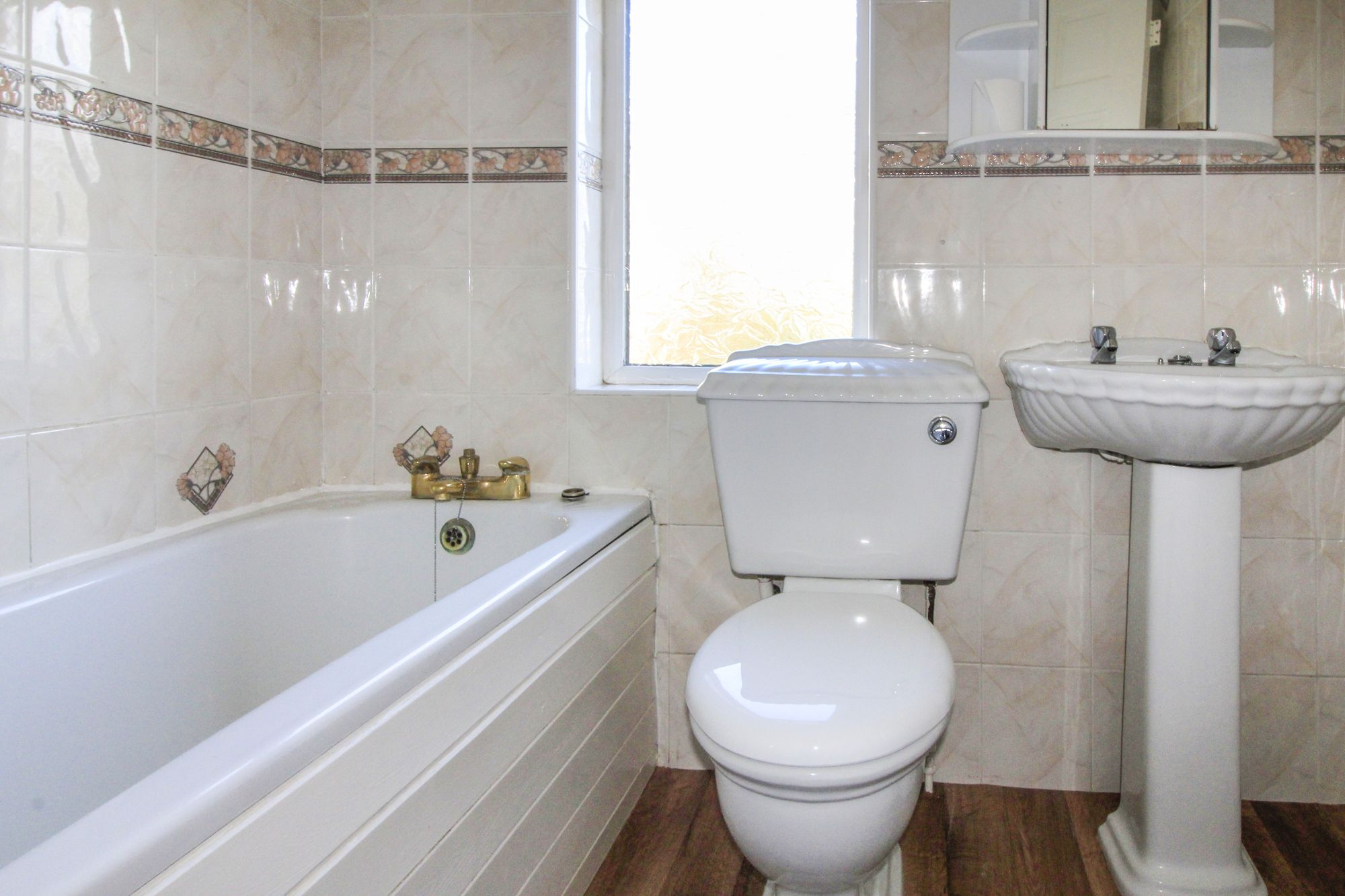 3 bedroom semi-detached house To Let in Shipley - Bathroom