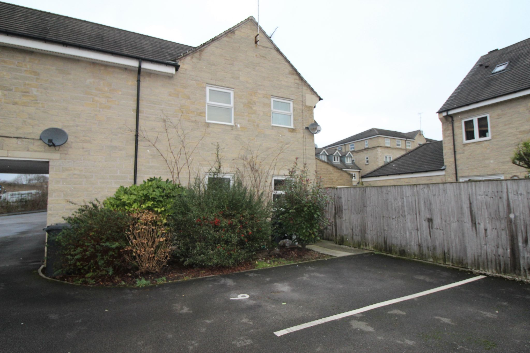 2 bedroom town house Let in Brighouse - Photograph 4