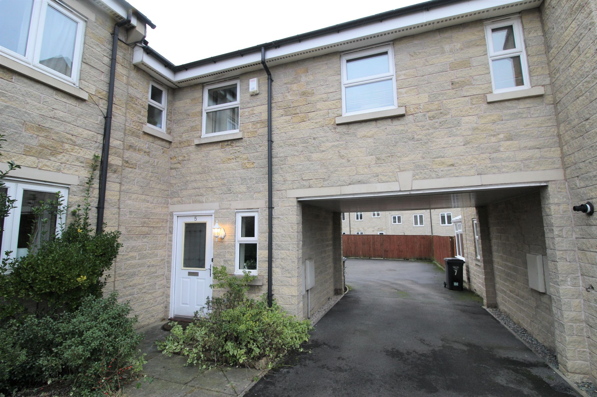 2 bedroom town house Let in Brighouse - Photograph 3