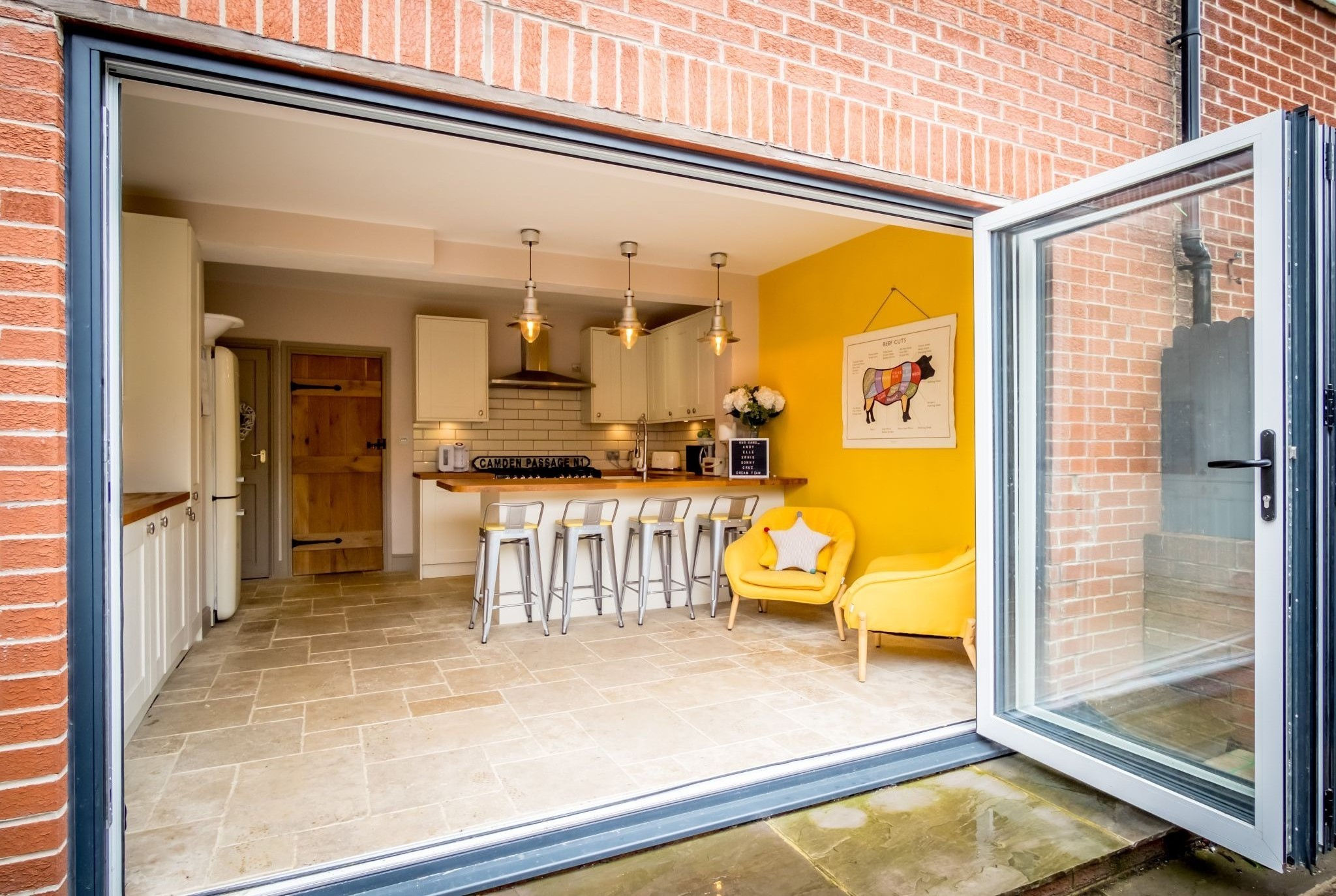 3 bedroom mid terraced house For Sale in Halifax - Stunning living kitchen