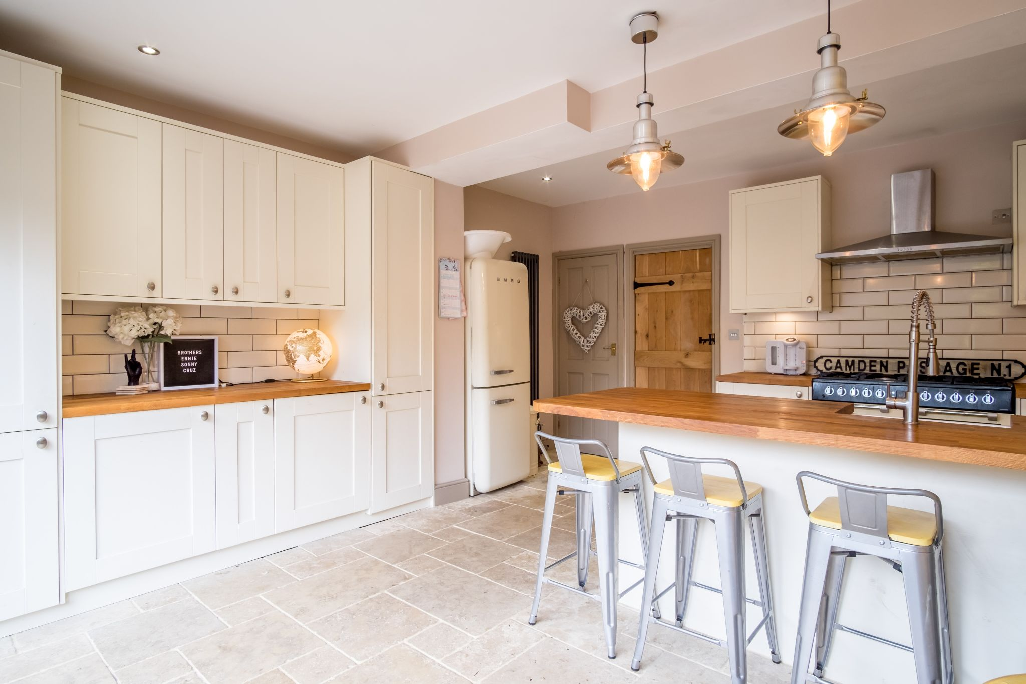 3 bedroom mid terraced house For Sale in Halifax - Integral appliances