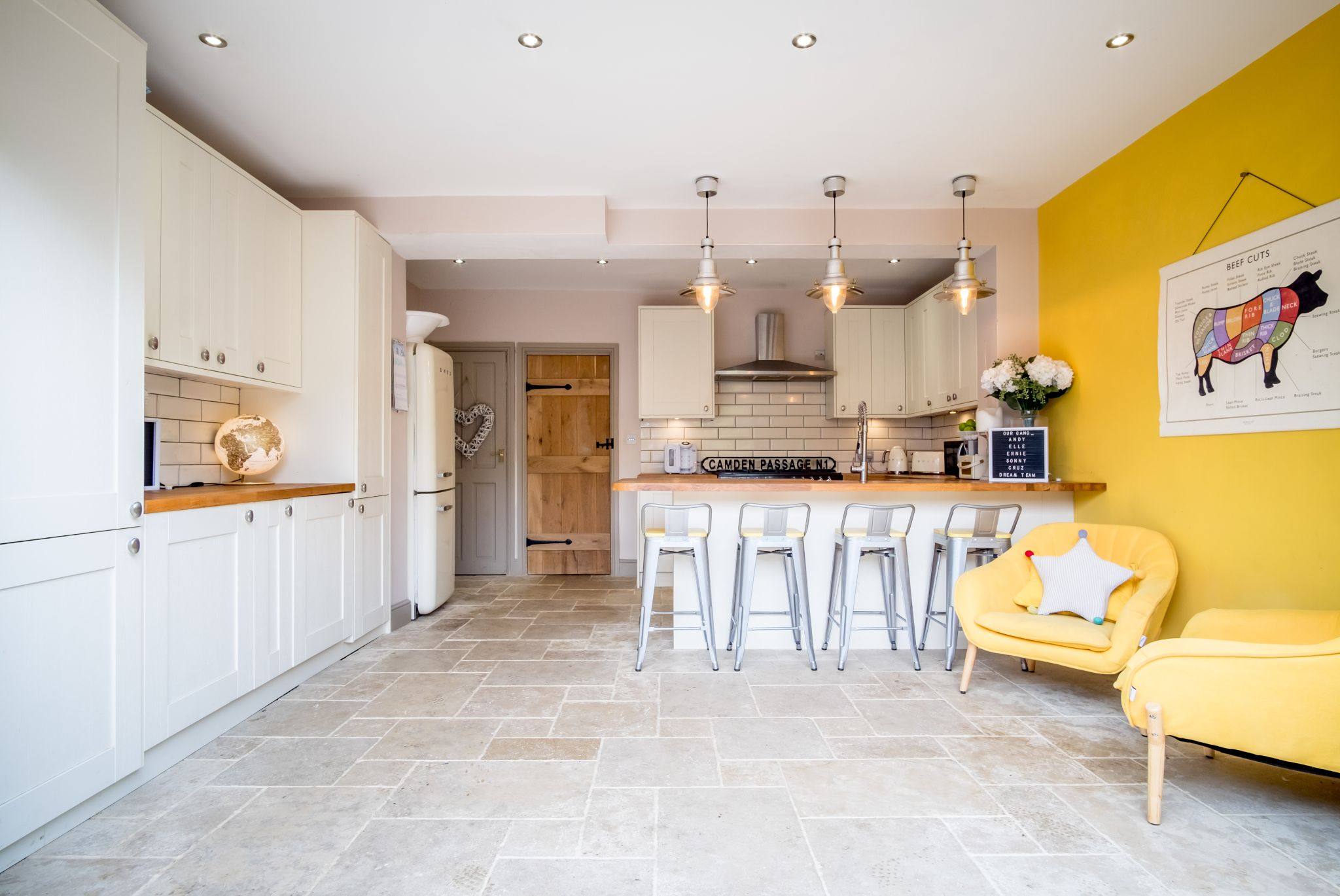 3 bedroom mid terraced house For Sale in Halifax - Living kitchen