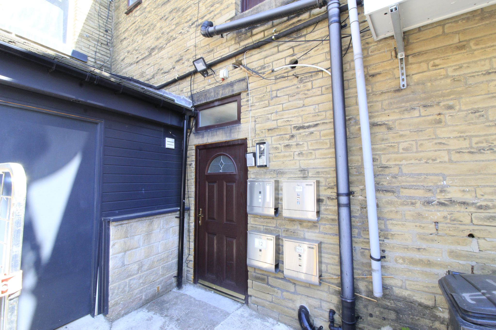 1 bedroom flat flat/apartment To Let in Bailiff Bridge - Entrance communal