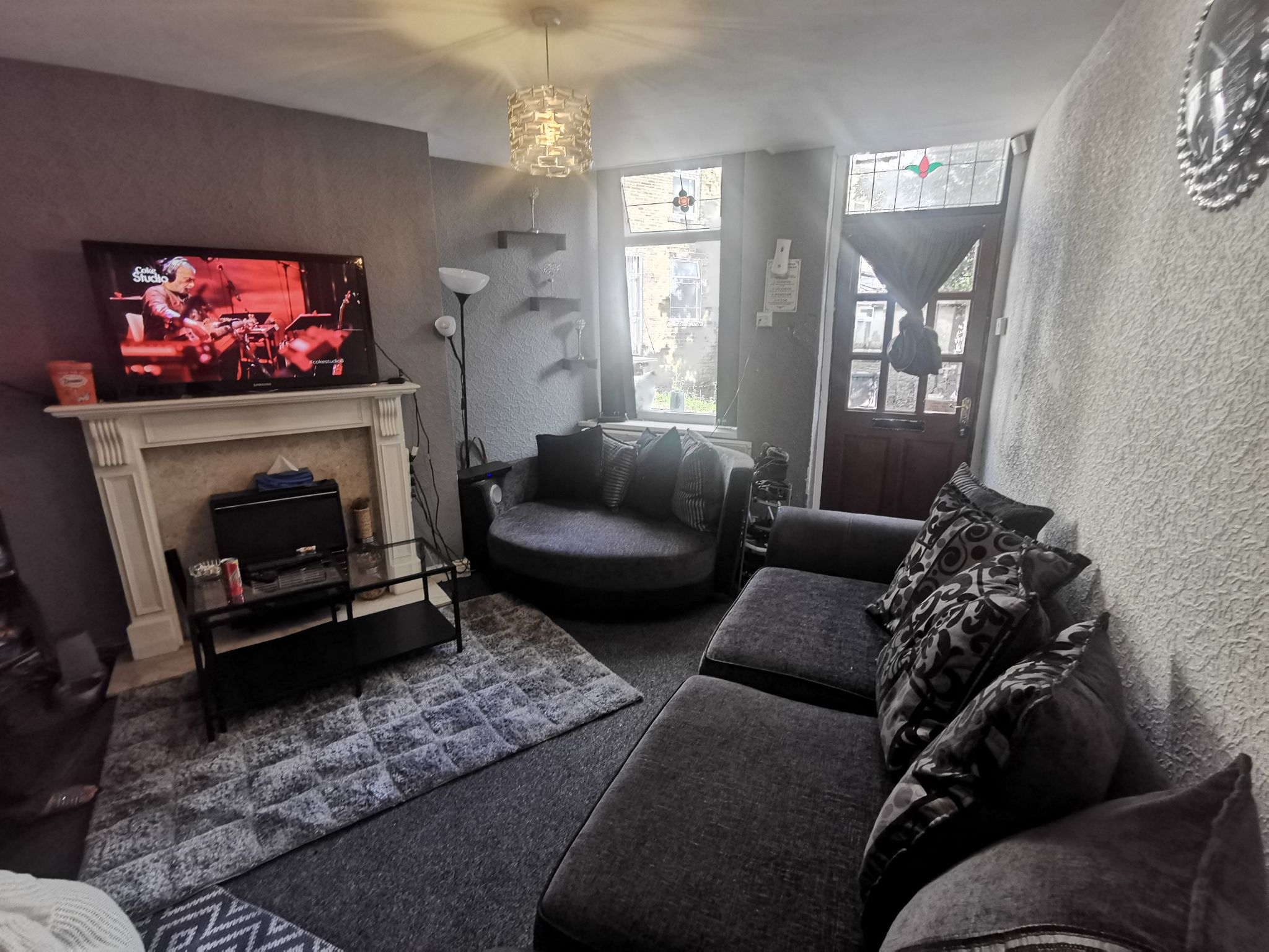 2 bedroom mid terraced house Under Offer in Bradford - Property photograph.