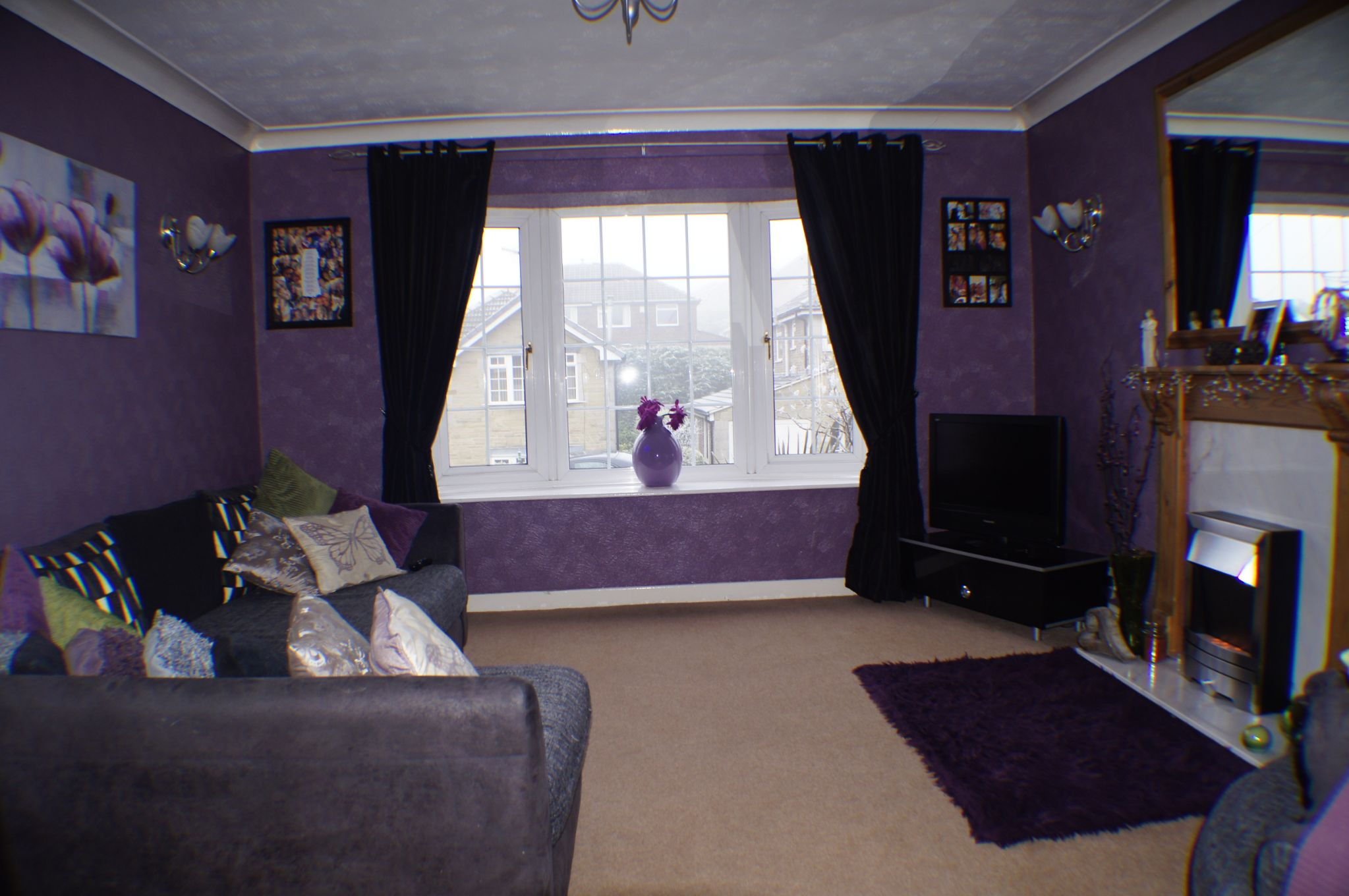 3 bedroom detached house in Bradford - Photograph 4.
