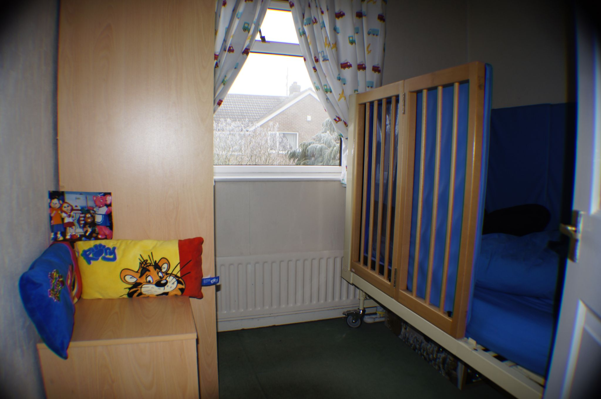 3 bedroom detached house in Bradford - Photograph 10.