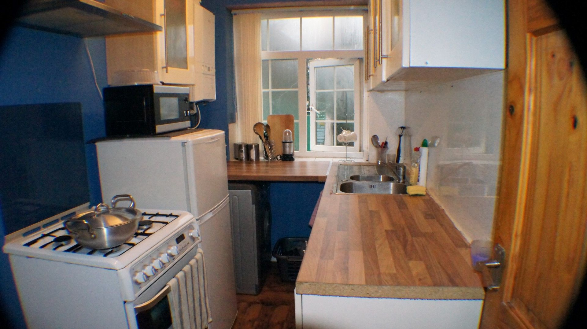 3 bedroom semi-detached house Let Agreed in Bradford - Photograph 3.