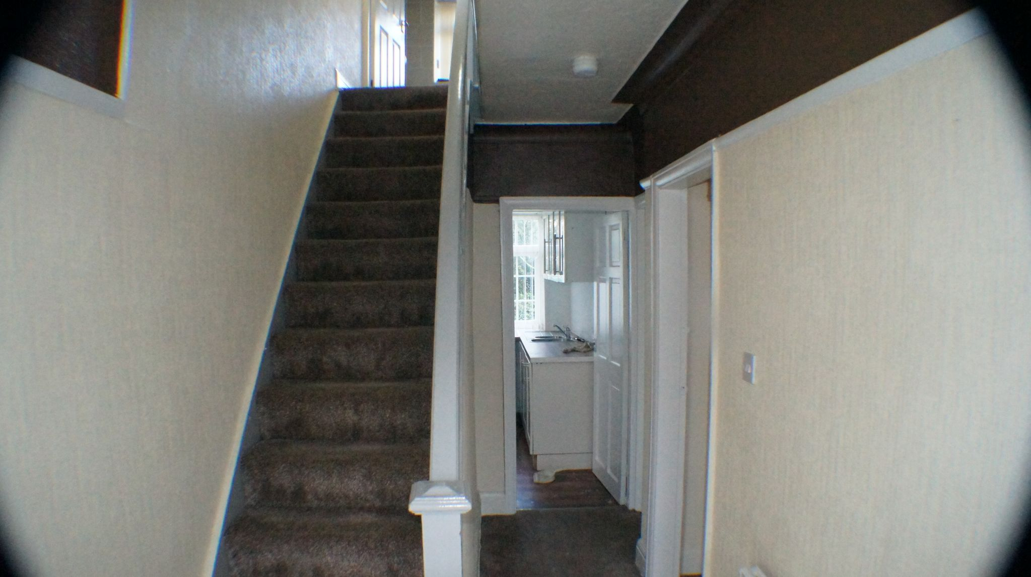 3 bedroom semi-detached house Let Agreed in Bradford - Photograph 2.