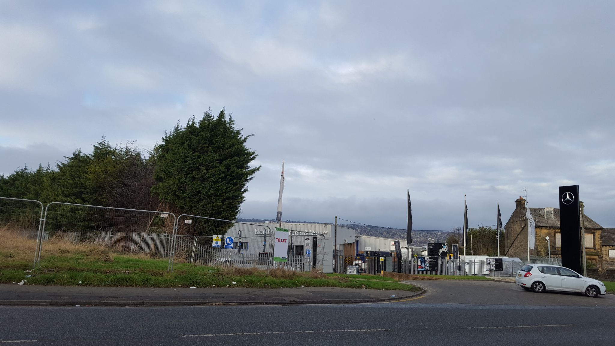 Land To Let in Bradford - Photograph 7.