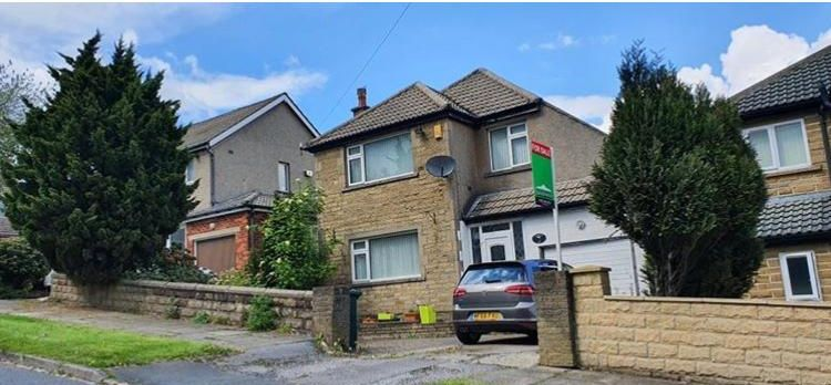 3 bedroom detached house in Bradford - Photograph 1.