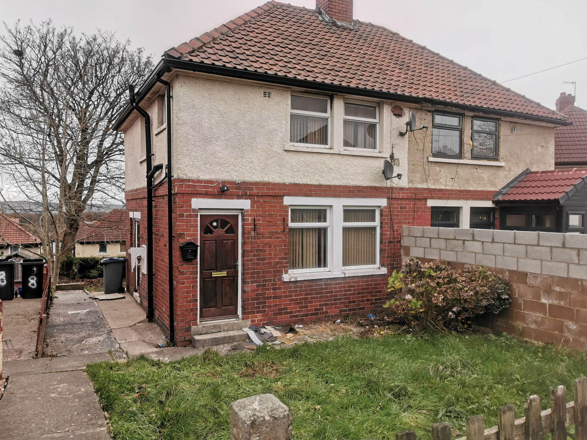 3 bedroom semi-detached house To Let in Bradford - Photograph 1.