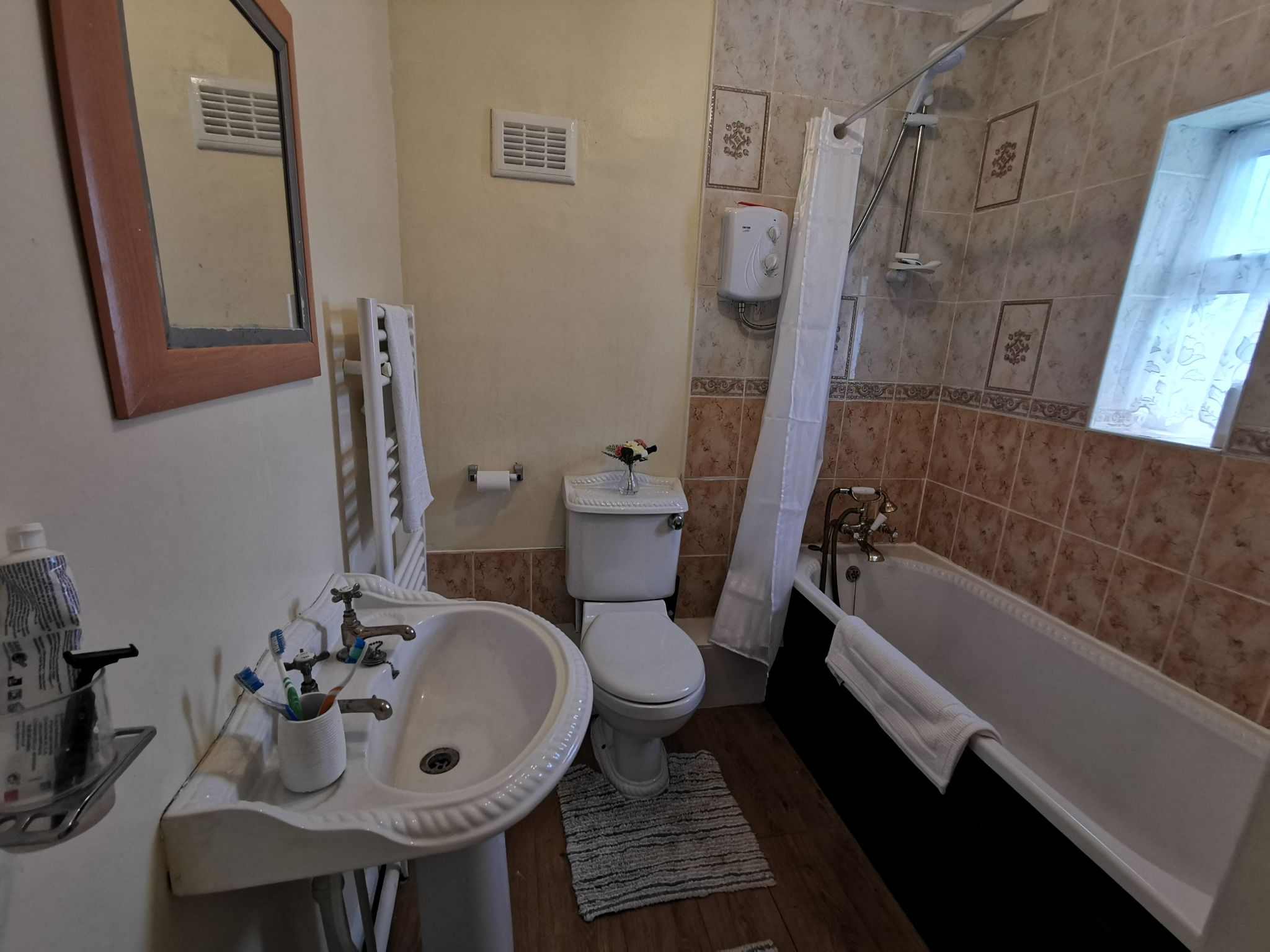 3 bedroom semi-detached house in Bradford - Photograph 13.
