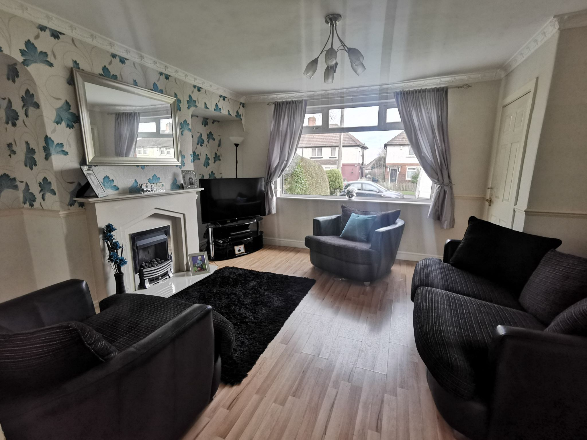 3 bedroom semi-detached house in Bradford - Property photograph.